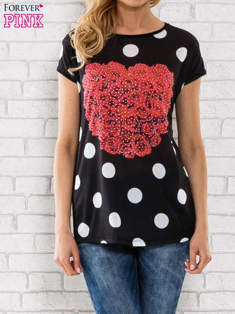 Czarny t-shirt w grochy z motywem kwiatowym