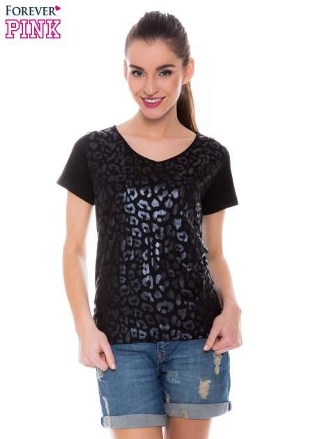 Czarny t-shirt z metalicznym nadrukiem w cętki pantery