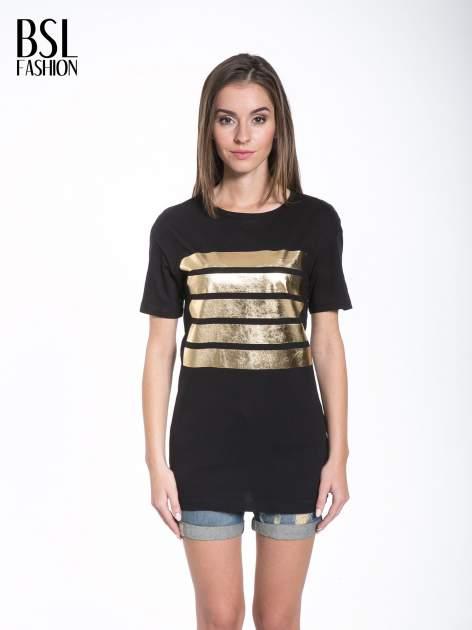 Czarny t-shirt ze złotymi pasami w stylu glamour