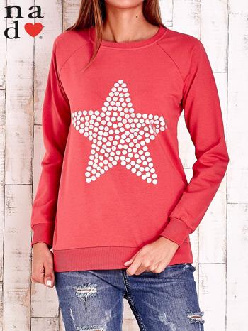 Czerwona bluza z gwiazdą