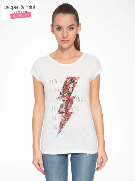 Ecru t-shirt z nadrukiem tekstowym i grzmotem