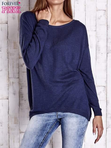 Granatowy nietoperzowy sweter oversize z dłuższym tyłem
