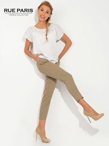 Jasnobeżowe spodnie cygaretki z kieszeniami