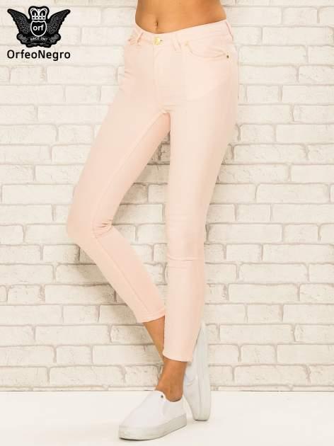 Jasnoróżowe spodnie rurki skinny z kieszeniami