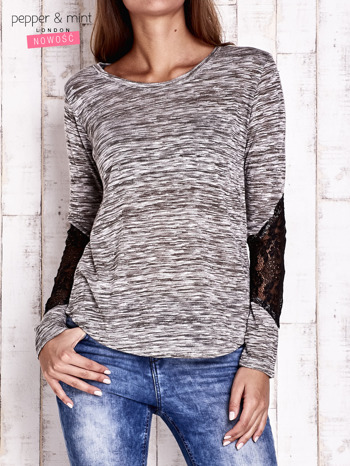 Khaki melanżowa bluzka z koronkowymi wstawkami na rękawach