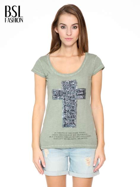Khaki t-shirt z cekinowym krzyżem