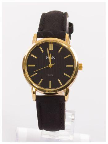 Klasyczny damski zegarek z dyskretnym wzorem na tarczy. Bardzo zgrabny. Delikatny i kobiecy.