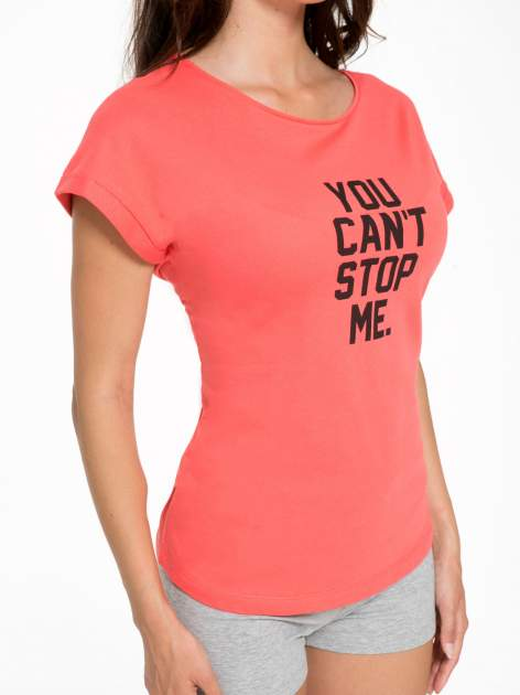 Koralowy t-shirt z nadrukiem tekstowym YOU CAN'T STOP ME