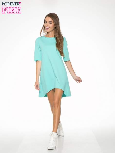 Miętowa sukienka z wydłużanymi bokami
