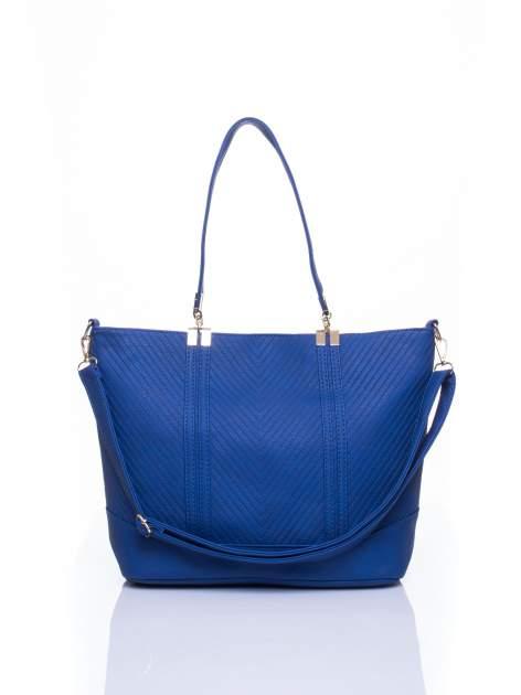Niebieska fakturowana torebka damska ze złotymi okuciami