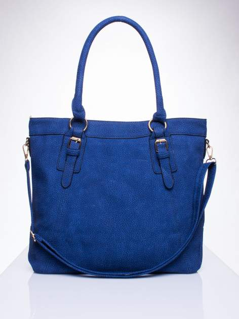 Niebieska fakturowana torebka z klamerkami