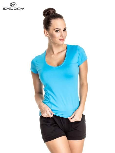 Niebieski t-shirt sportowy z dekoltem U