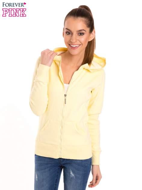 Pastelowo żółta bluza z kapturem