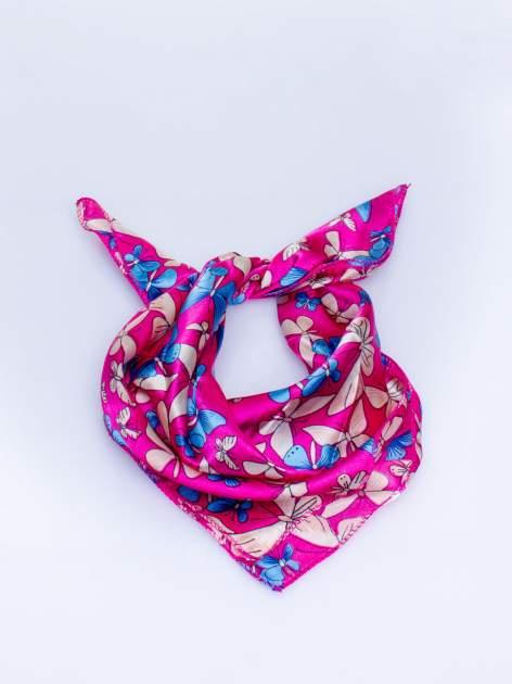Różowa chusta apaszka w motyle