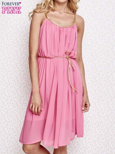 Różowa grecka sukienka ze złotym paskiem
