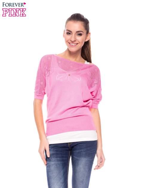 Różowy sweter z ażurową górą i krótkim rękawkiem