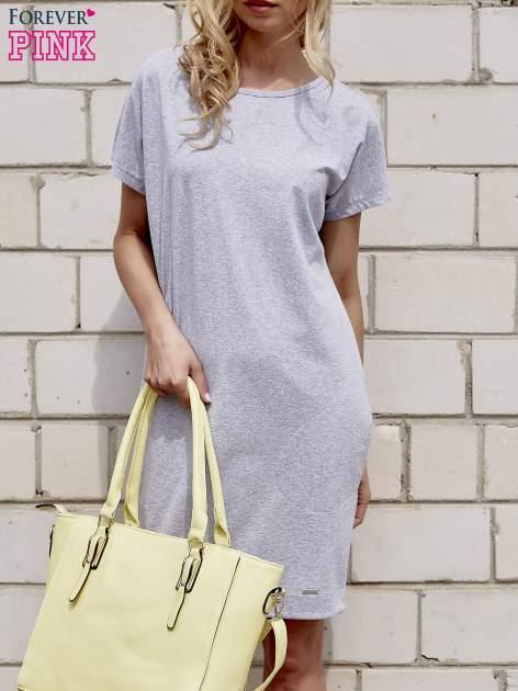Szara sukienka dresowa z kieszeniami po bokach