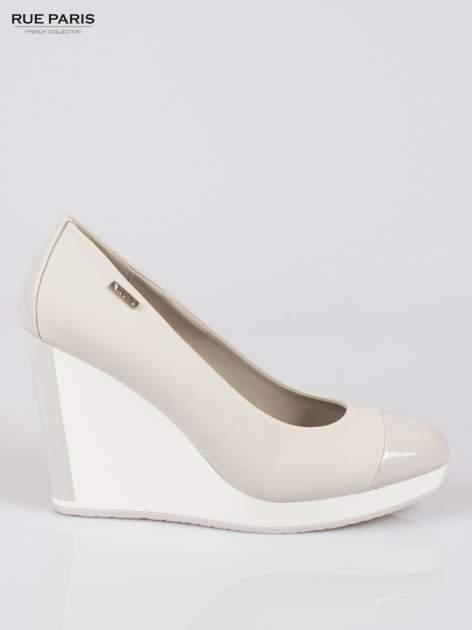 Szare buty damskie na kontrastowym koturnie