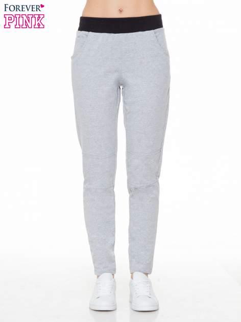 Szare spodnie dresowe z guziczkami na nogawkach