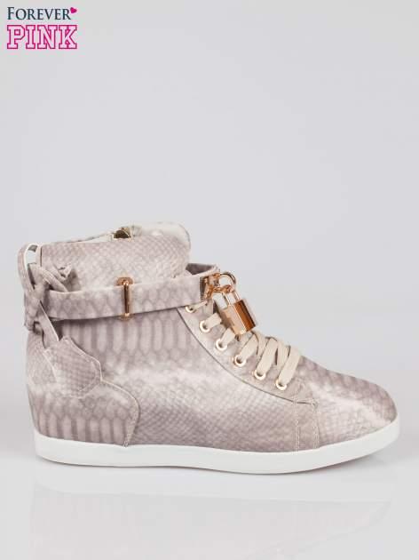 Wężowe sneakersy damskie ze złotą kłódką