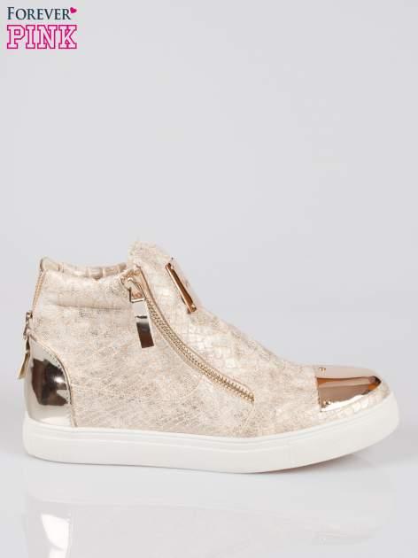 Złote wężowe sneakersy z blaszką na nosku