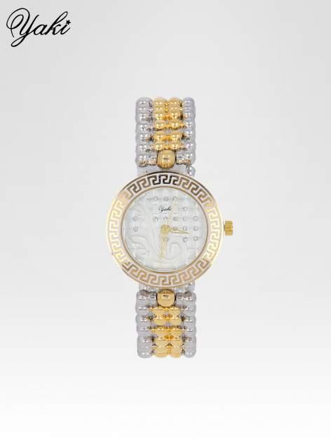 Złoty zegarek na bransolecie z grawerem wokół białej tarczy
