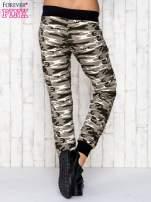 Beżowe spodnie dresowe moro z troczkami