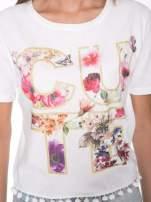 Biały t-shirt z nadrukiem CUTE i pomponami w stylu etno