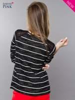 Bluza w biało-czarne paski z koronkową aplikacją na ramionach