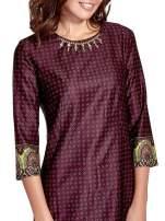 Bordowa sukienka w indyjskim stylu