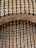 Brązowy kapelusz słomiany z szerokim rondem i apaszką