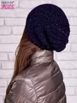 Ciemnoniebieska dziergana czapka z cekinami