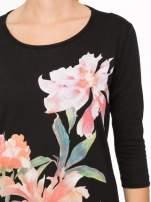 Czarna bawełniana bluzka z motywem kwiatowym