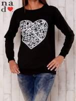 Czarna bluza z nadrukiem serca