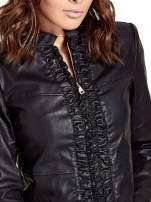 Czarna skórzana kurtka z żabotem