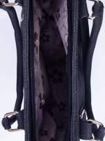 Czarna torba shopper bag ze złotymi okuciami przy rączkach