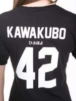 Czarny t-shirt z nadrukiem numerycznym KAWAKUBO 42 z tyłu