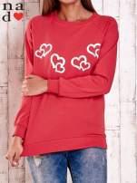 Czerwona bluza z motywem serduszek