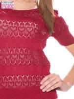 Czerwony ażurowy sweterek w stylu retro