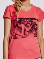 Czerwony t-shirt z napisem GANG
