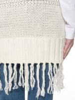Ecru dziergany długi sweter kardigan z frędzlami na dole