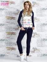 Granatowa bluza z kapturem i napisem HONOUR