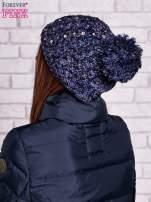 Granatowa czapka z pomponem i dżetami