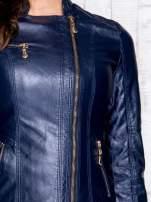 Granatowa skórzana kurtka ramoneska z pikowanymi przeszyciami