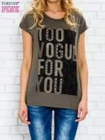 Khaki t-shirt z napisem TOO VOGUE FOR YOU z dżetami