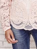 Koralowy ażurowy sweterk mgiełka z rozszerzanymi rękawami