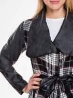 Kraciasty wełniany płaszcz ze skórzanymi rękawami