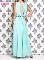 Miętowa sukienka maxi z łańcuchem przy dekolcie