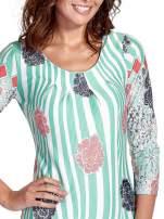 Miętowa sukienka w kwiatowe i geometryczne wzory