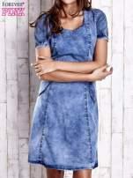 Niebieska denimowa sukienka z wycięciami na plecach